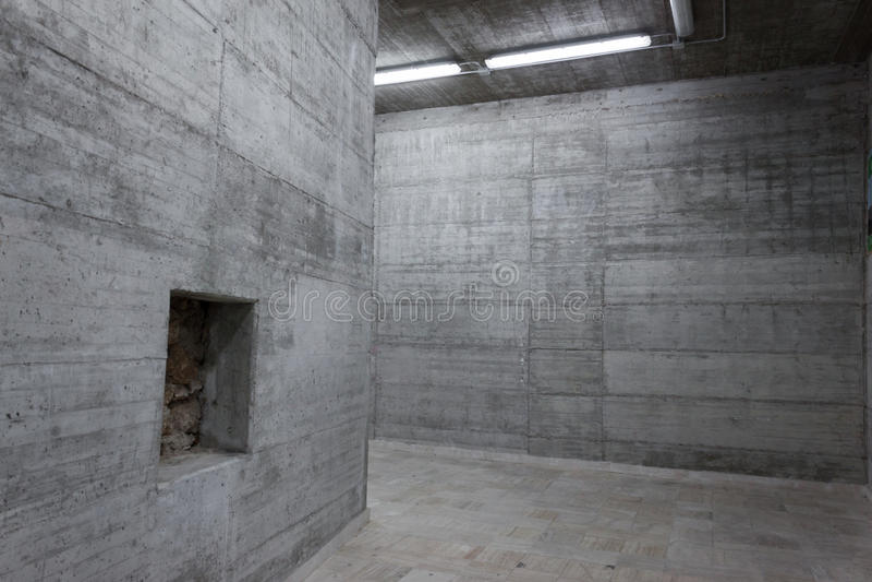 Muros de cemento dentro de un edificio moderno fotos de archivo libres de regalías