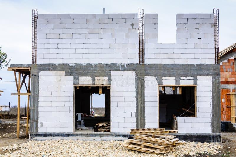 Muros de cimento da construção de casa nova fotos de stock
