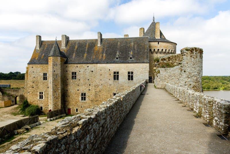 Muros de defesa em Chateau de Suscinio, Bretanha, França imagens de stock royalty free