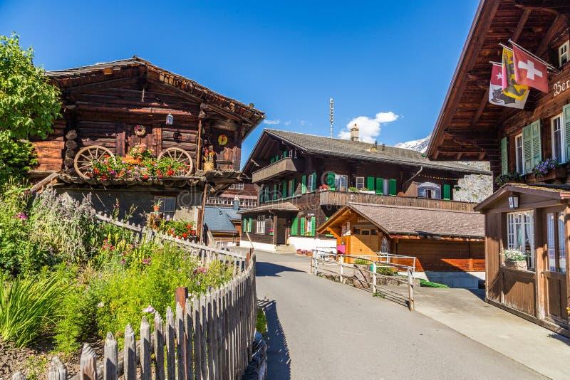Murren, Zwitserland: 20 juli, Traditionele 201 - wodden huis in Murren, een traditioneel Walser-bergdorp in Bernese stock foto