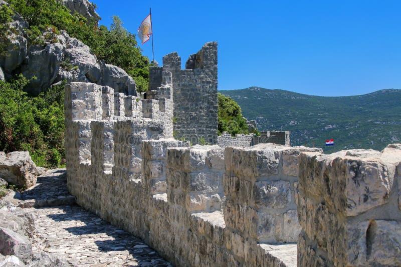 Murs défensifs de ville de Ston, péninsule de Peljesac, Croatie photographie stock