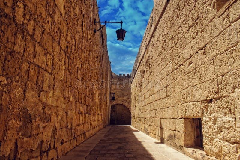 Murs d'entourage dans Mdina, Malte photo libre de droits
