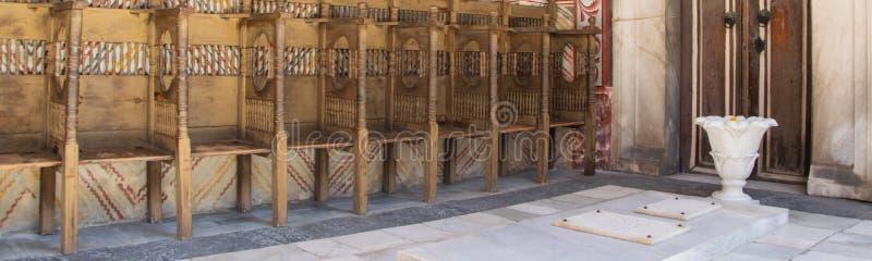 Murs d'une ?glise dans le monast?re de Rila, Bulgarie Fresques religieux sur les trait?s de bible, peintures sur le mur photos libres de droits