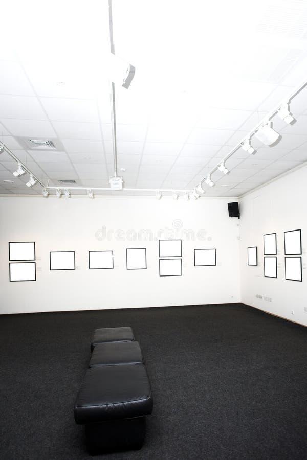 Murs dans le musée avec des trames image stock
