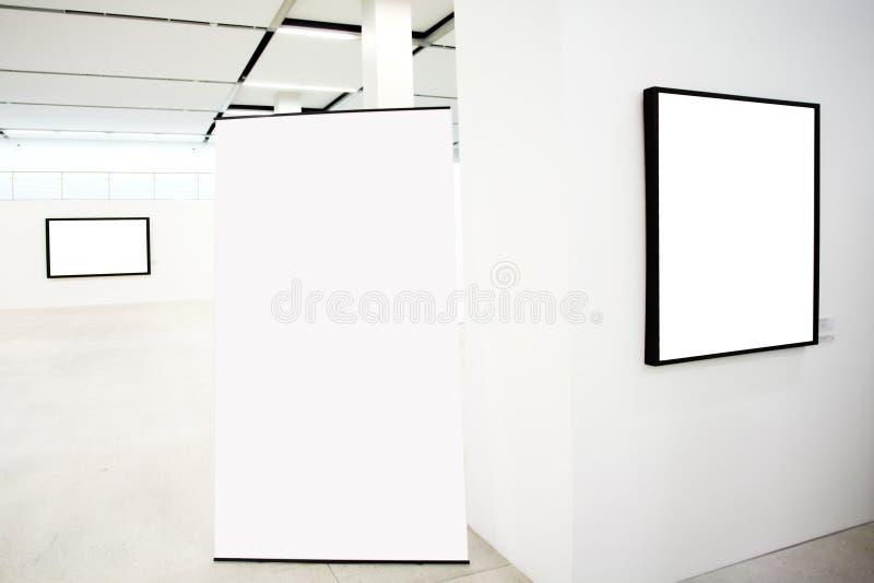 Murs dans le musée avec des trames photos stock