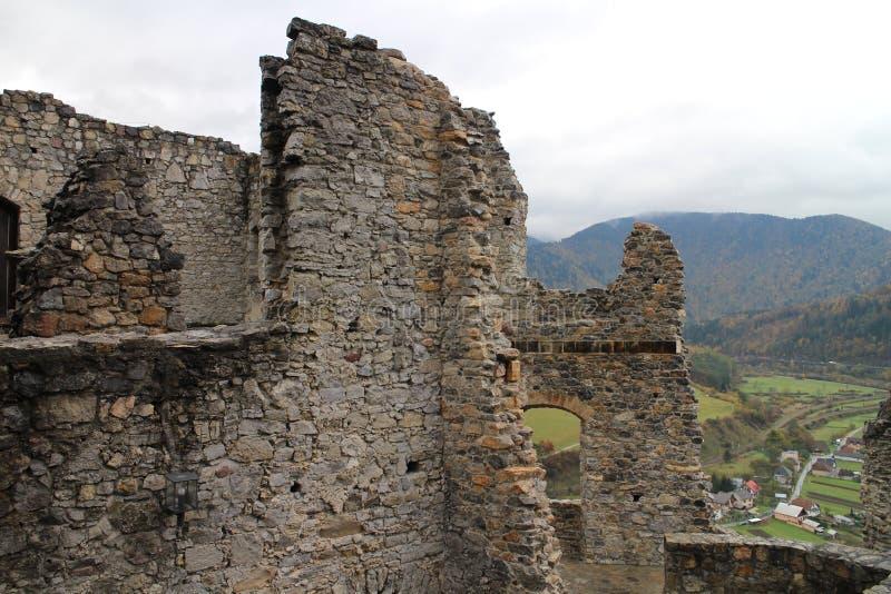 Murs de  de StreÄ aucun château dans la région d'ilina de ½ de Å image stock