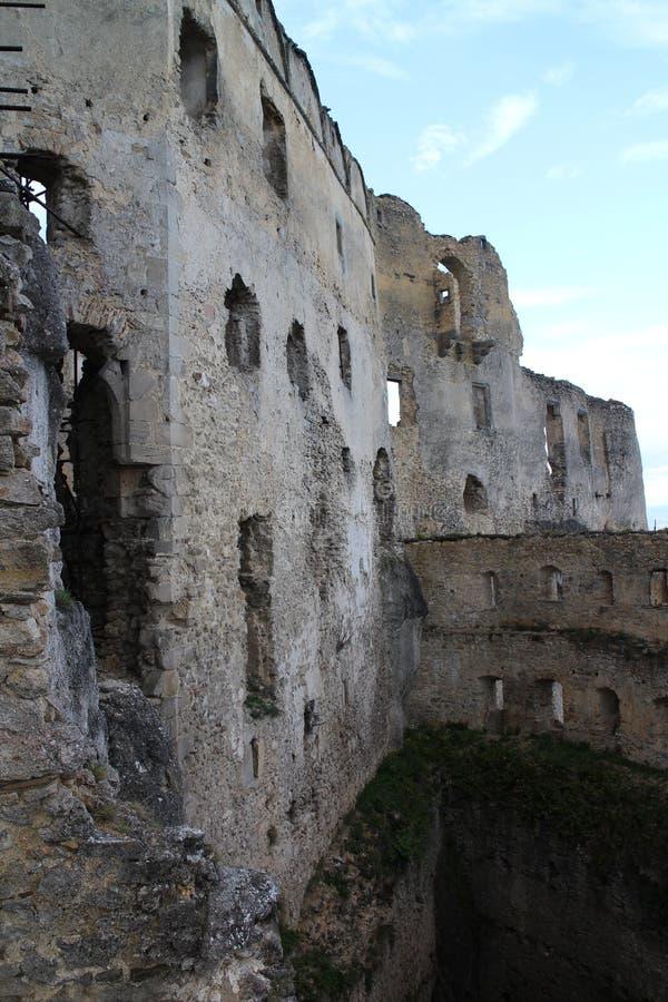 Murs de château de Lietava, secteur de Zilina image libre de droits