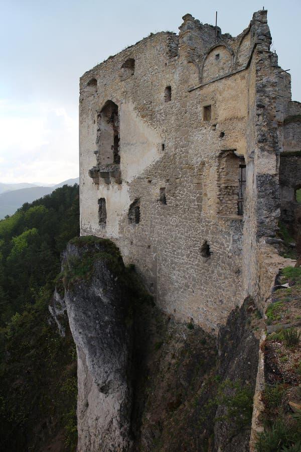 Murs de château de Lietava, secteur de Zilina photographie stock
