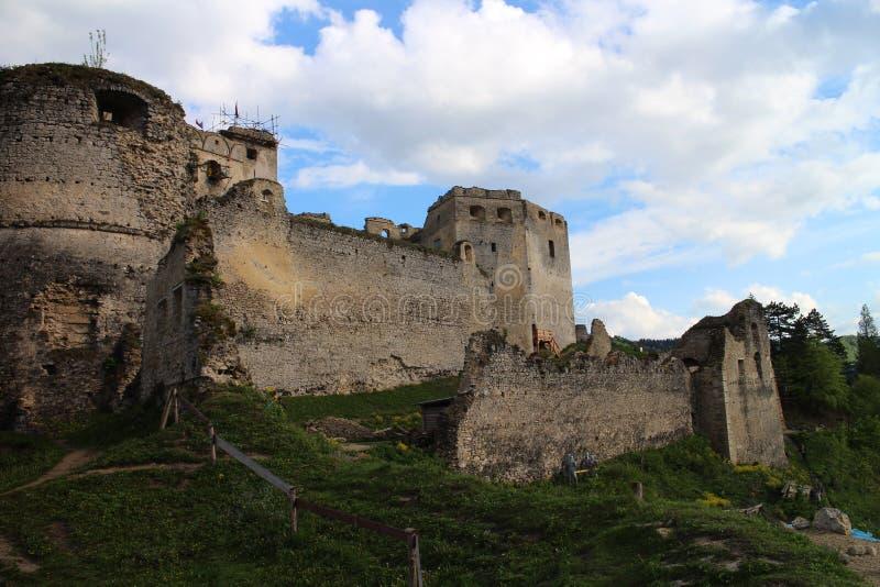 Murs de château de Lietava, secteur de Zilina photos stock