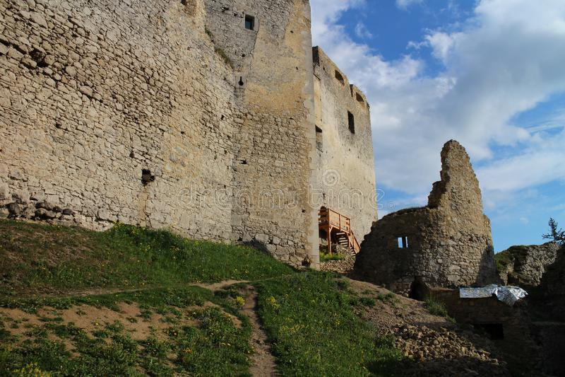 Murs de château de Lietava, secteur de Zilina photographie stock libre de droits