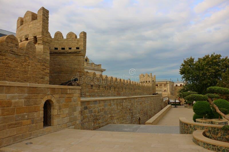 Murs de forteresse dans la ville de Bakou photo libre de droits