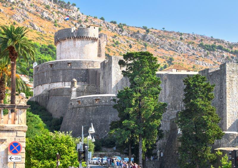 Murs de forteresse de la vieille ville, Dubrovnik, Croatie, 14-09-2016 photographie stock libre de droits