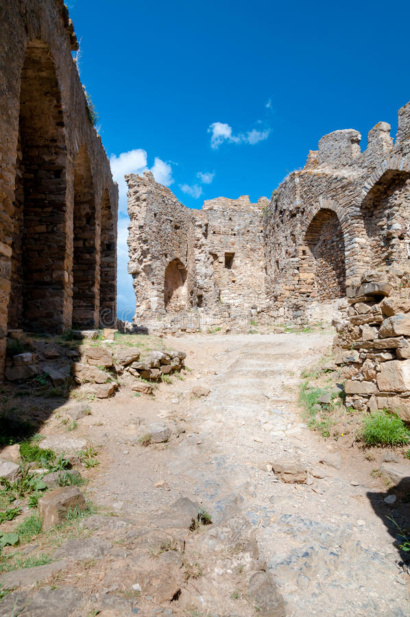 Murs de ruine de tour de cabaret chez Lastours images libres de droits