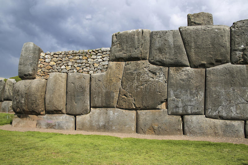 Murs de Sacsayhuaman, forteresse antique d'Inca près de Cuzco Pérou image stock