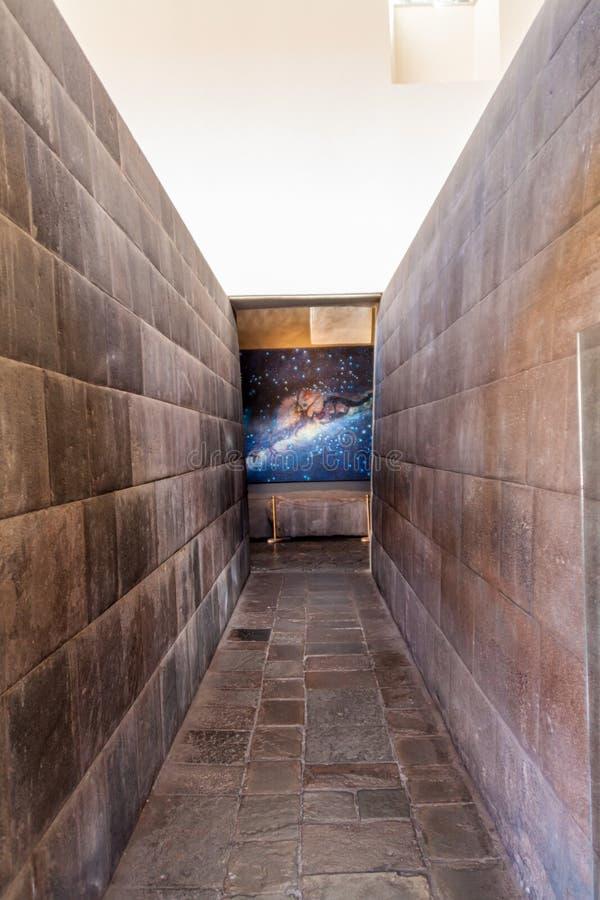Murs des ruines de temple de Qorikancha de l'Inca dans Cuzco image stock