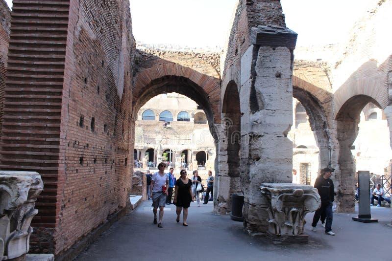 Murs en pierre dans le Colisé, Roma photo libre de droits
