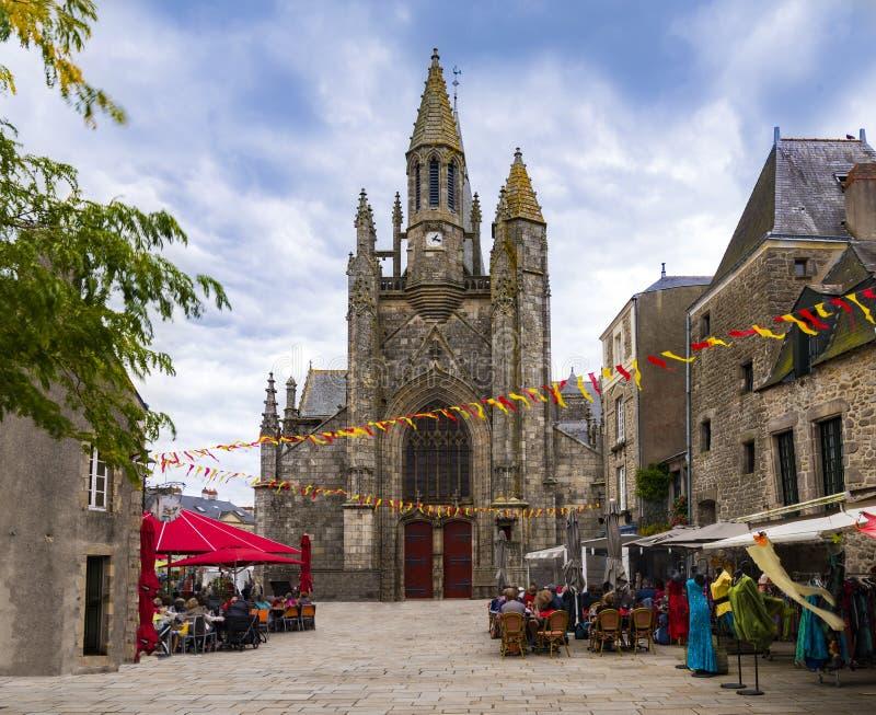Murs et églises médiévaux de Guerande, France photo libre de droits