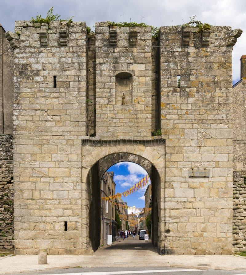 Murs et églises médiévaux de Guerande, France photos libres de droits