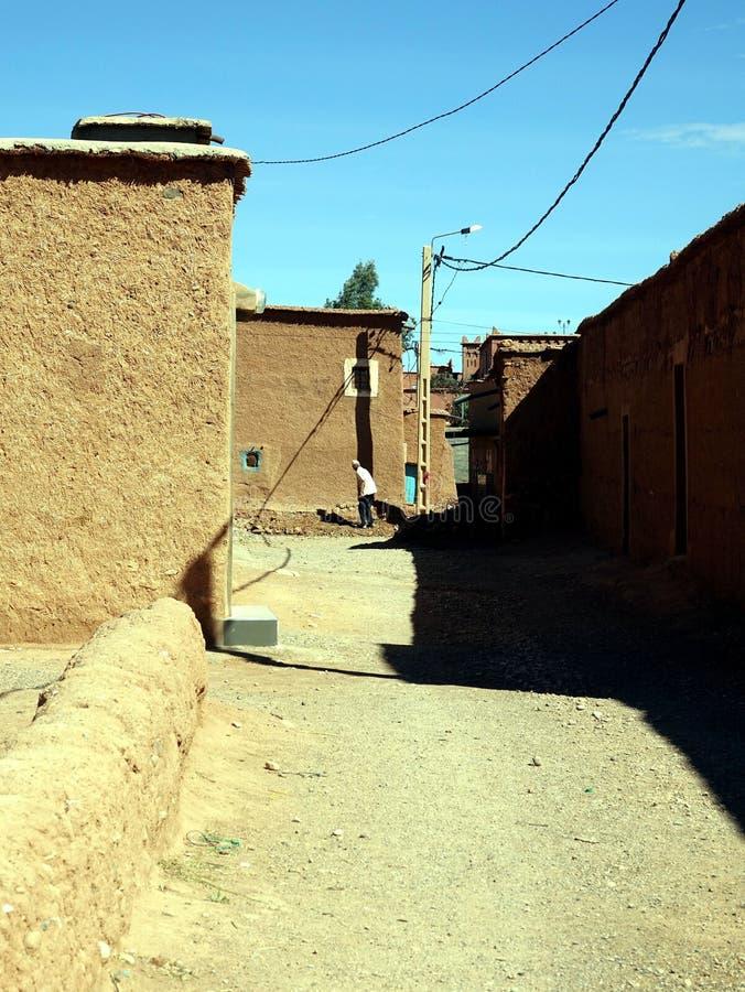 Murs et bâtiments dans les sud des montagnes d'atlas Maroc, Afrique photos stock