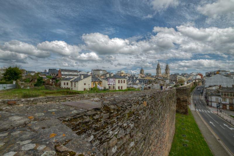 Murs et cathédrale romains de Lugo images libres de droits