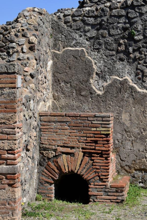 Murs et cave, site archéologique de Pompeii, nr le mont Vésuve, Italie photo stock