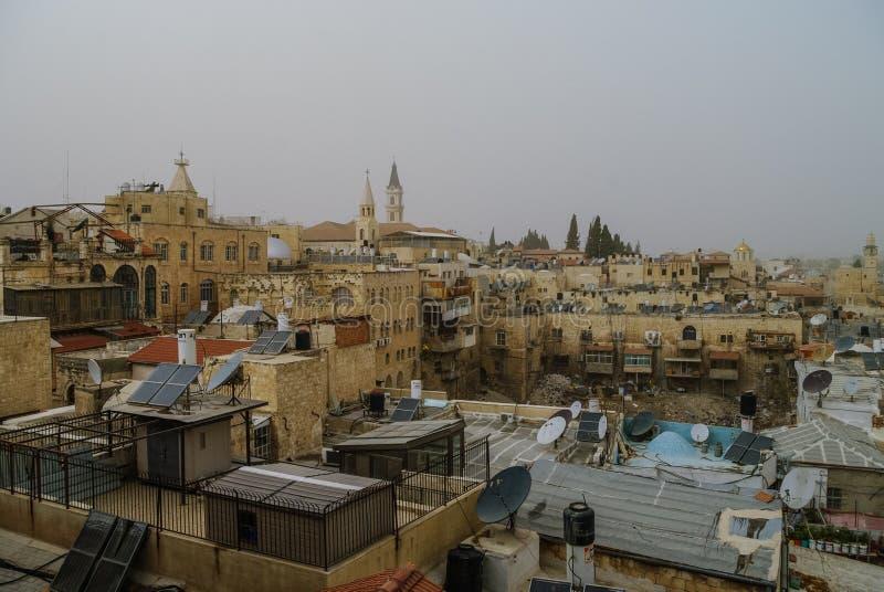 Murs et château de vieille ville Vue panoramique de toit de Jérusalem dans t image stock