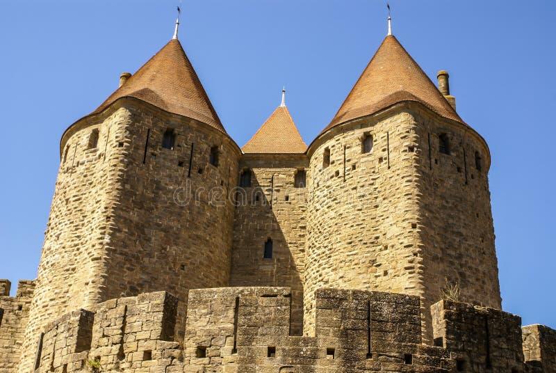 Murs extérieurs de Porte Narbonnaise à Carcassonne dans les Frances photo libre de droits
