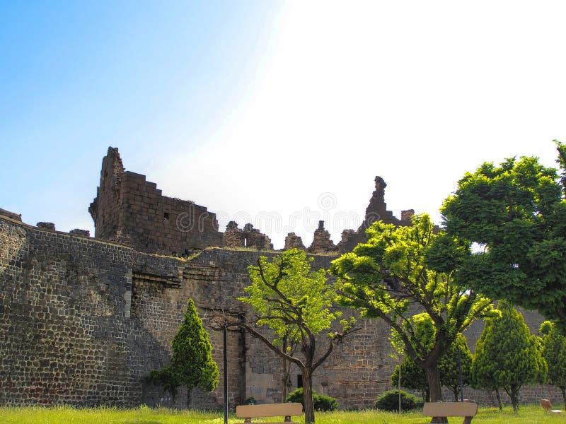 Murs historiques de ` de sur de ` de Diyarbakir, Turquie photos stock