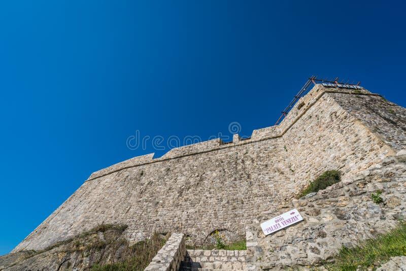 Murs massifs de vieille ville d'Ulcinj images libres de droits