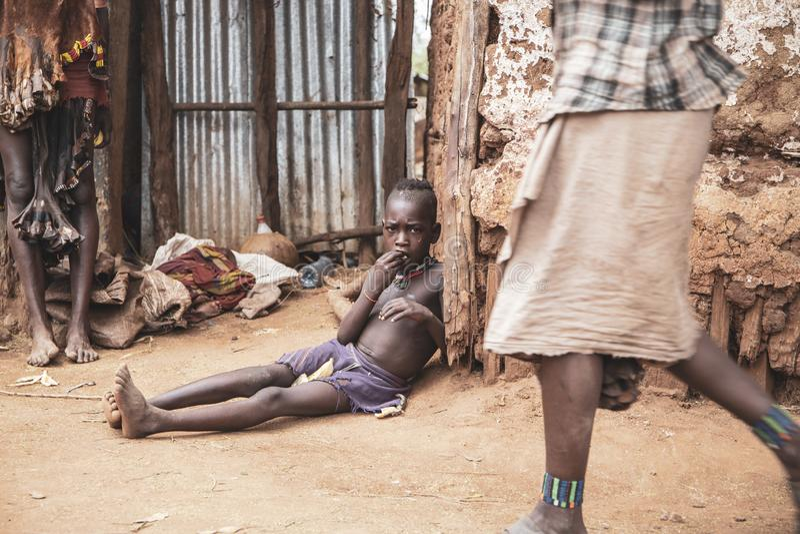 Mursi hem, Omo dal, Etiopien royaltyfri fotografi
