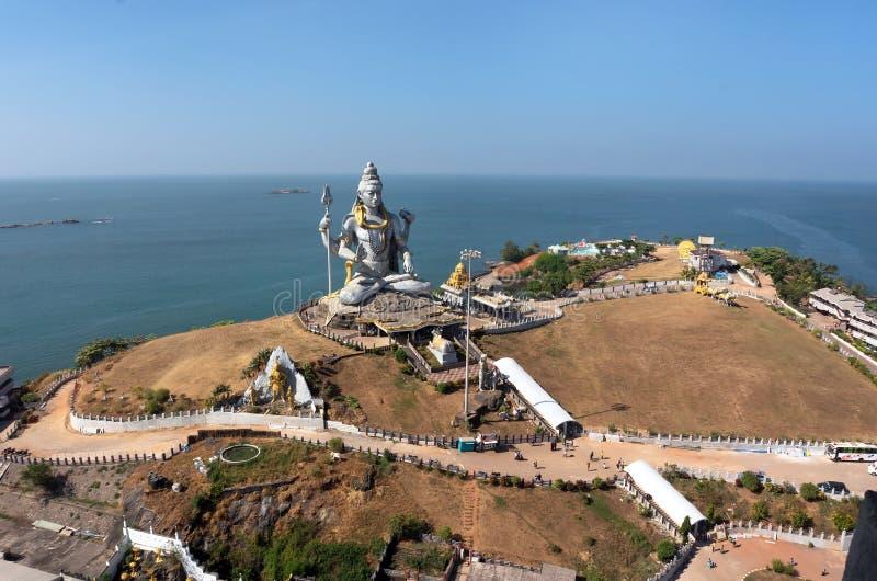 MURUDESHWAR, het Standbeeld van INDIA van Lord Shiva werd gebouwd bij Murudeshwar-tempel op de bovenkant van heuveltje royalty-vrije stock fotografie