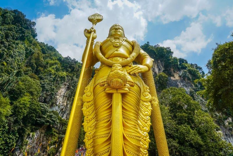 Murugan阁下金黄雕象入口的对巴图洞 免版税库存图片