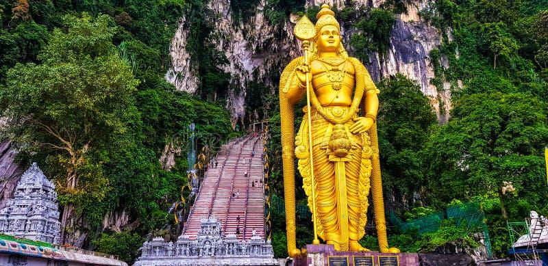 Murugan staty för Herre och främre sikt av batugrottor, Malaysia, 2017 arkivbild