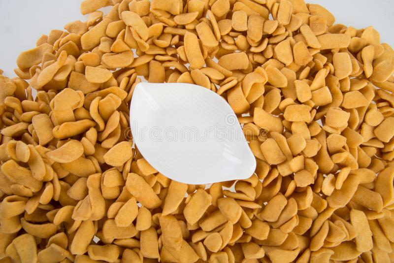 murukku ou casse-croûte indien traditionnel sur le fond images stock