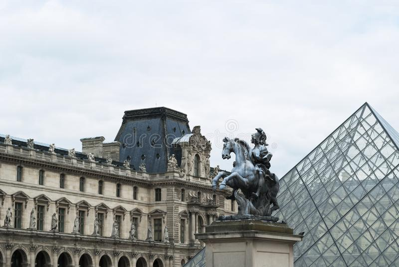 Musée du Louvre stockfoto