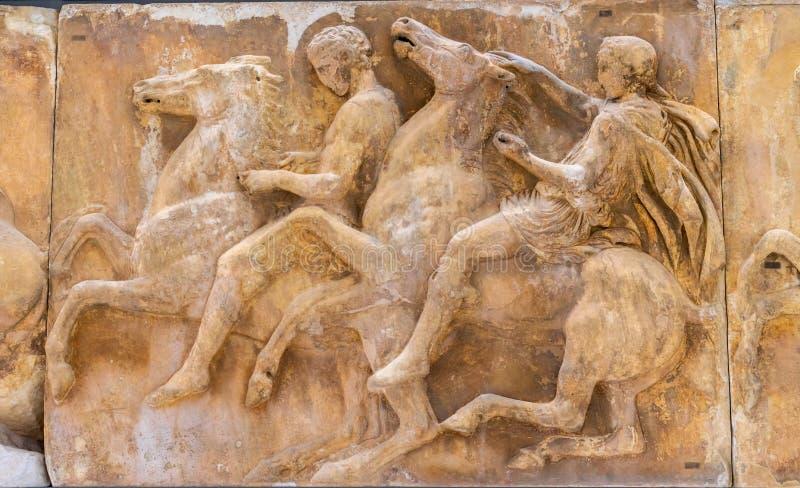 Musée Athènes Grèce d'Acropole de parthenon de panneau de chevaux d'hommes photo libre de droits
