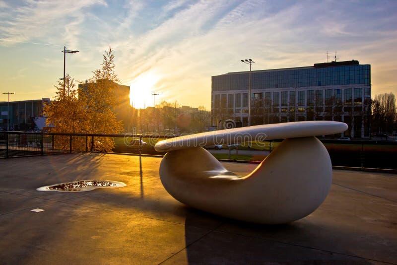 Musée d'art contemporain dans le détail d'extérieur de Zagreb image stock