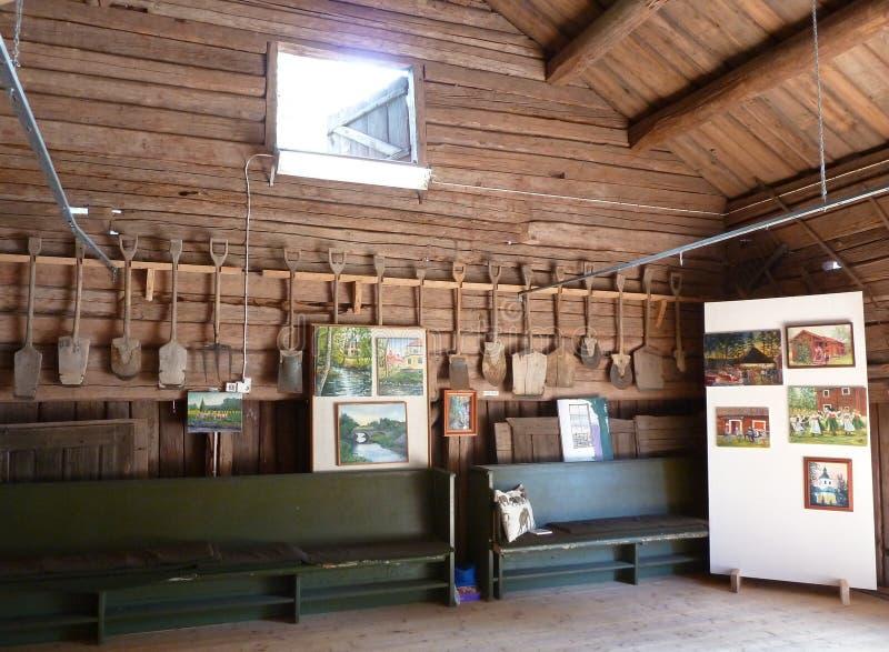 Musée dans une grange en bois suédoise photo libre de droits