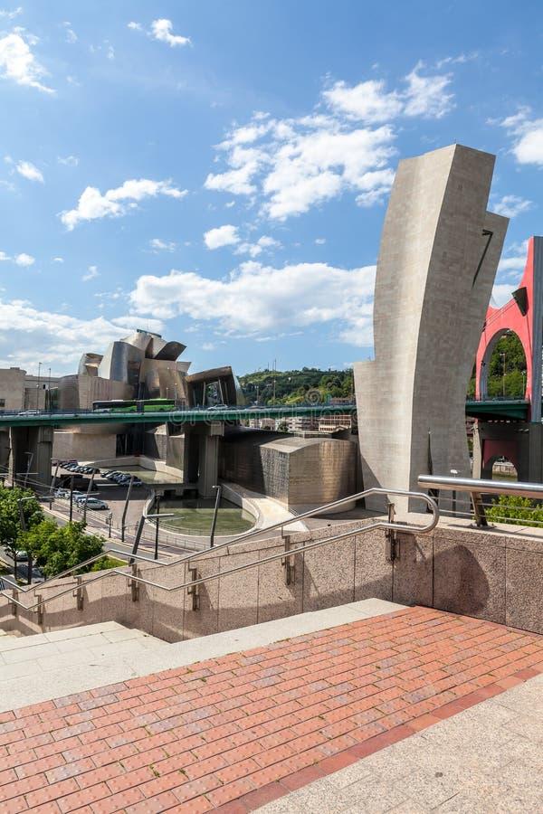 Musée de Guggenheim panoramique dans le pont d'onguent de Bilbao et de La photo stock
