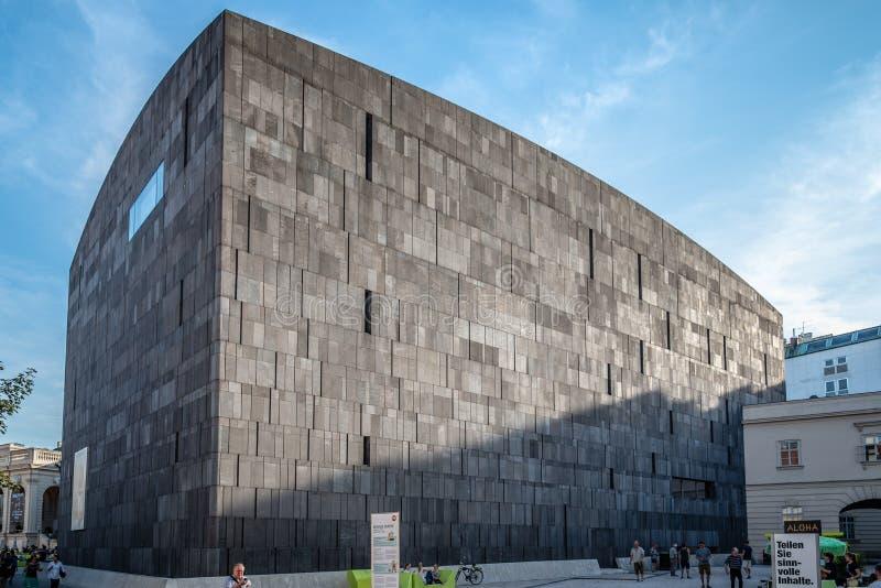 Musée de Mumok à Vienne au coucher du soleil images stock