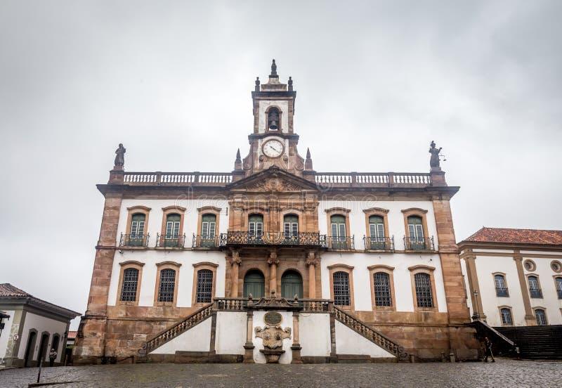 Musée de trahison de place de Tiradentes dans Ouro Preto, Brésil photographie stock libre de droits
