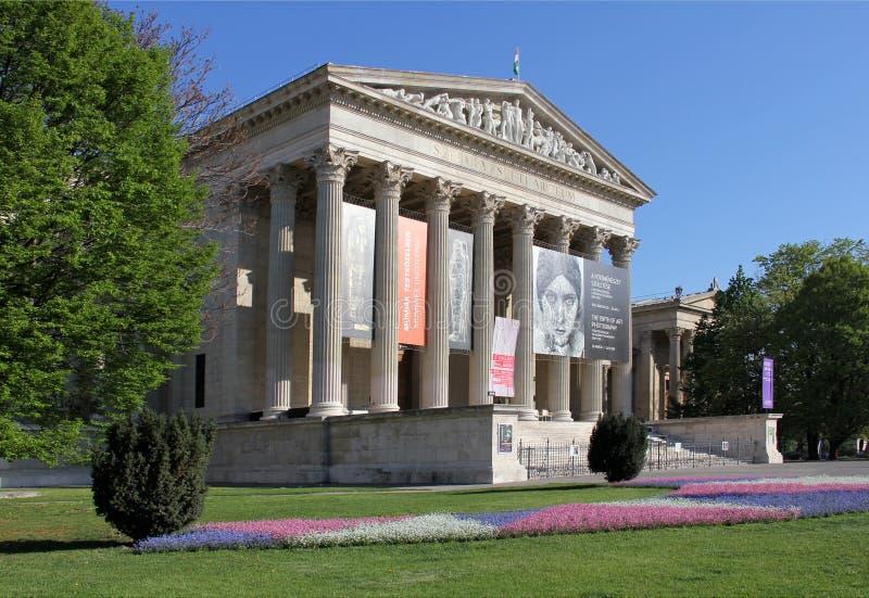 Musée des beaux-arts au printemps images libres de droits