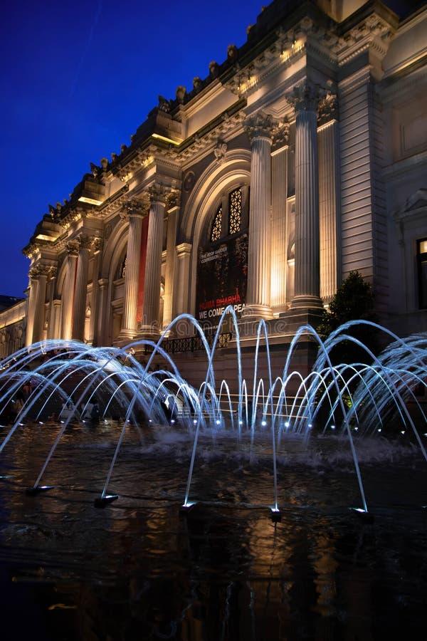Musée métropolitain pendant l'heure bleue photo libre de droits