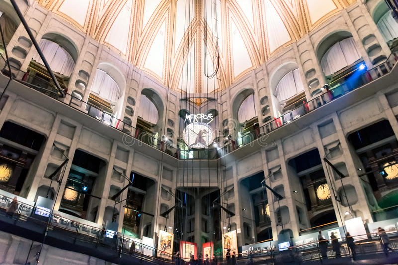 Musée National de visite de touristes de cinéma à Turin, Italie image stock
