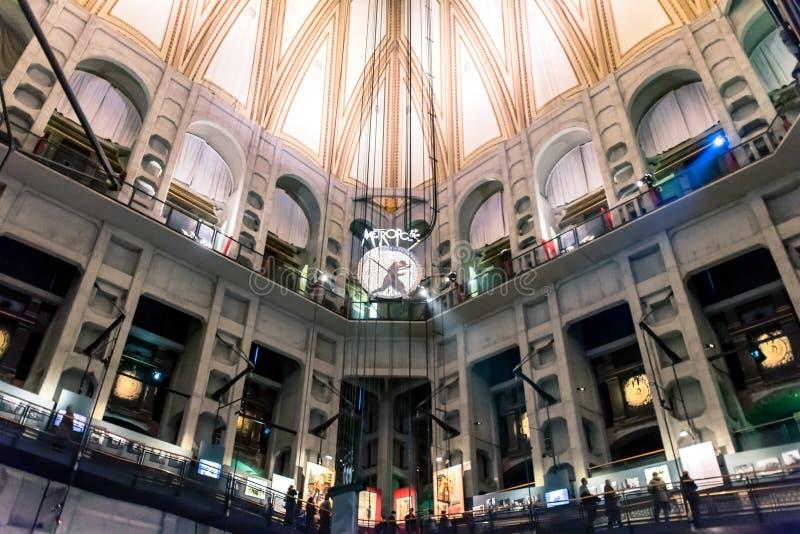 Musée National de visite de touristes de cinéma à Turin, Italie photo libre de droits