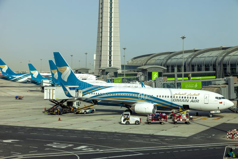 Muscat Oman, bild daterade 31 September 2018 Muscat den nya flygplatsen med Oman luftnivåer royaltyfri bild