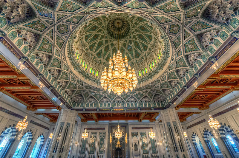 MUSCAT, OMAN - 11 NOVEMBRE 2014 : Intérieur de Sultan Qaboos Grand photo libre de droits