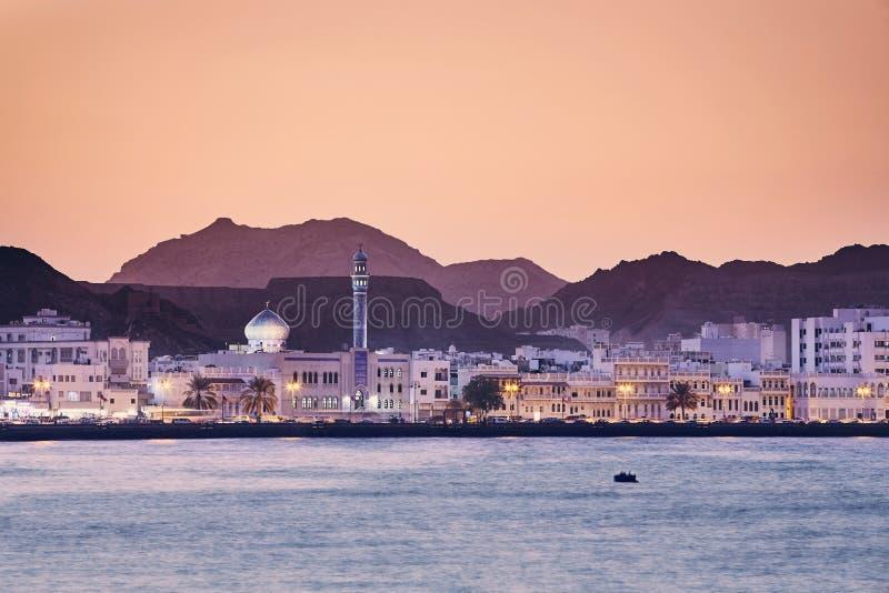 Muscat på den guld- solnedgången royaltyfria foton
