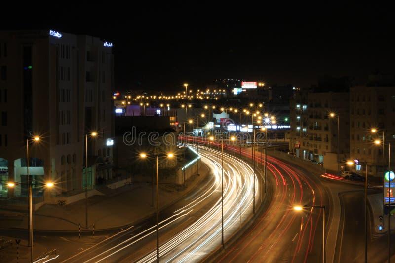 Muscat-Straße nachts lizenzfreies stockfoto