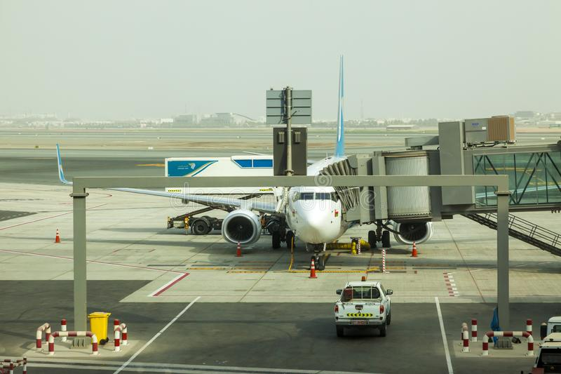 Muscateldruif, Oman, beeld gedateerd 31 de Muscateldruif nieuwe luchthaven van September 2018 met de luchtvliegtuigen van Oman stock afbeelding